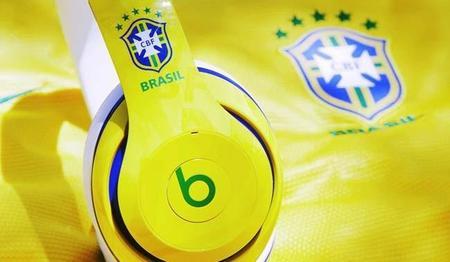 A la FIFA no le agrada que sus futbolistas utilicen los audífonos Beats en el mundial