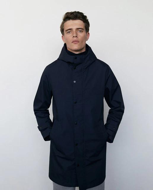 Parka ligera de hombre azul marino con capucha