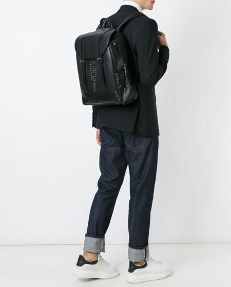 Neil Barrett, con el rayo en la mochila