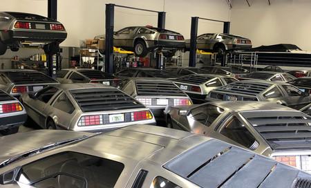 No, los DeLorean DMC-12 no se mueven en manada. El porqué de esta foto que retrata más de 15 unidades juntas