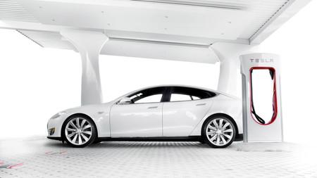 El doble de supercargadores Tesla en 2017: éstos son los 14 nuevos en España y 13 en México