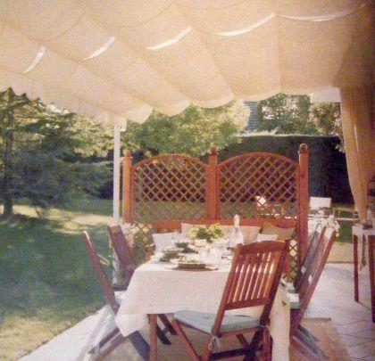 Comer fuera este verano, ideas prácticas: Un cenador de aire colonial