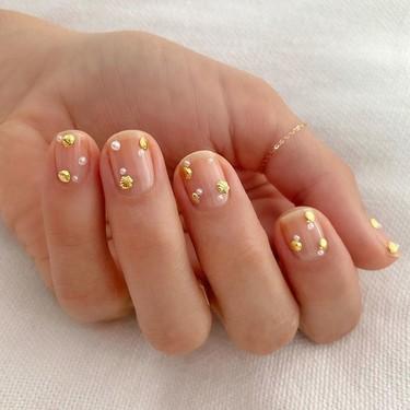 Te contamos cómo hacer la manicura de conchas más bonita de Instagram con estos adornos para uñas de Amazon