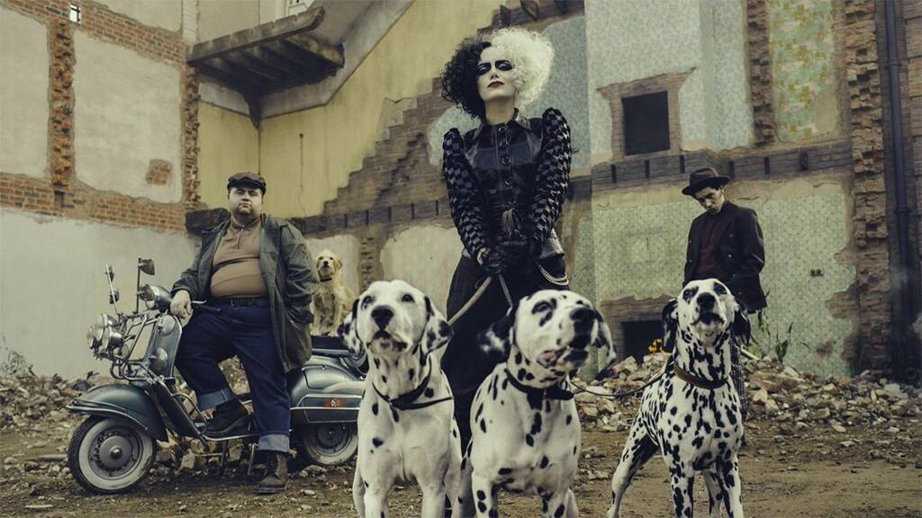 Emma Stone is Cruella de Vil in the first official image of the spin-off in the actual action of '101 dalmatians'