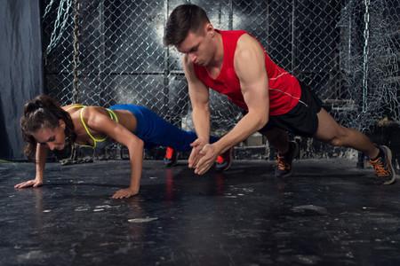 Tres rutinas de entrenamiento para ponerte en forma con tu pareja