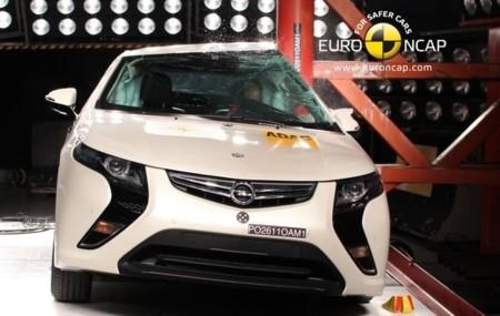 Opel Ampera choque lateral contra poste Euro NCAP