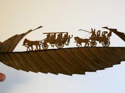Más difícil todavía: alucinantes obras de arte en hojas de árboles