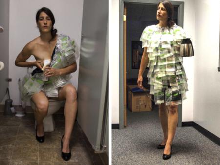 Se hace un traje con bolsas para almacenar leche materna para denunciar la situación de las madres trabajadoras