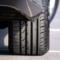 Bridgestone apuesta por el coche eléctrico con nuevos neumáticos específicos y también instalará puntos de carga