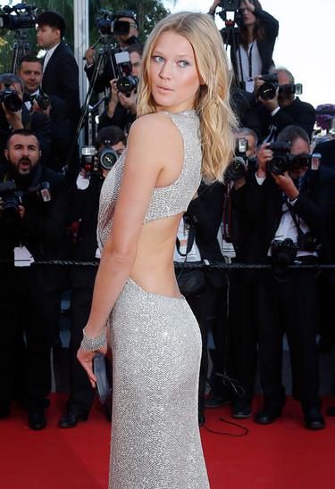 La noche en Cannes va de modelos y de estilismos sensuales