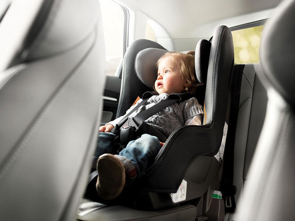 Sillas de coches para niños, o cómo tienes que llevar a los