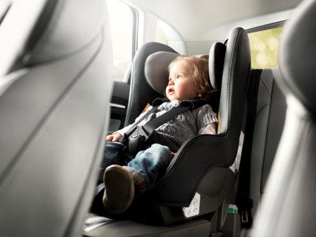 Sillas de coches para niños, o cómo tienes que llevar a los niños en el coche