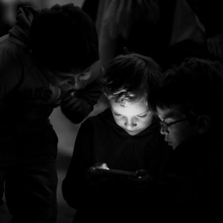 niños pantalla smartphone