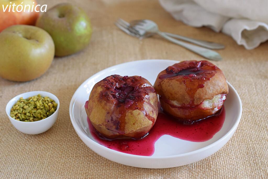Manzanas asadas al microondas con arándanos: receta de postre saludable