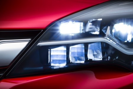 El nuevo Opel Astra será el primer compacto en llevar faros de LED Matrix