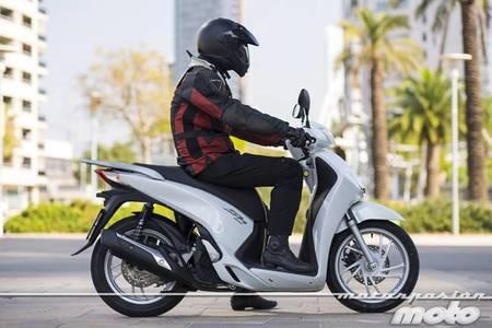 Honda Scoopy SH125i 2013 prueba (concucción en ciudad y carretera)