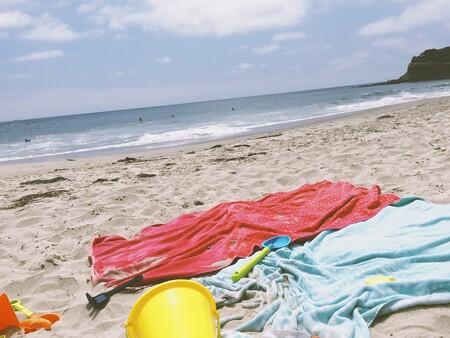 Hemos encontrado en Amazon la solución perfecta para evitar que se nos vuele la toalla en la playa con el viento