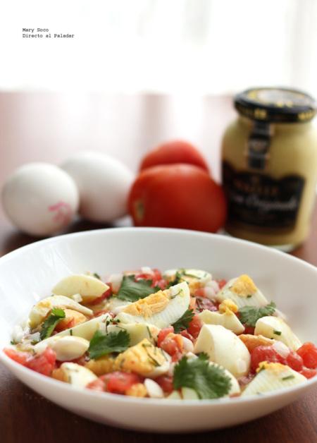 Ensalada de jitomate y huevo con cebollín. Receta