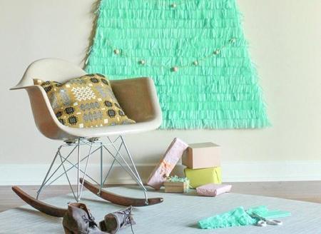 Un árbol de Navidad de papel de seda para decorar la pared