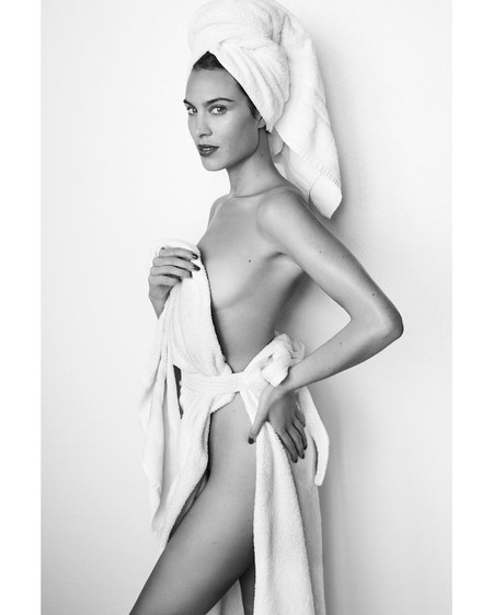 Celebramos el día de la Toalla por todo lo alto con las grandes fotos de la serie Towels de Mario Testino