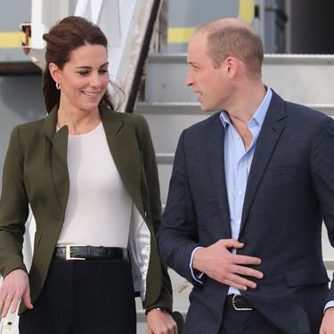 El perfecto look 'working girl' de Kate Middleton a su llegada a Chipre