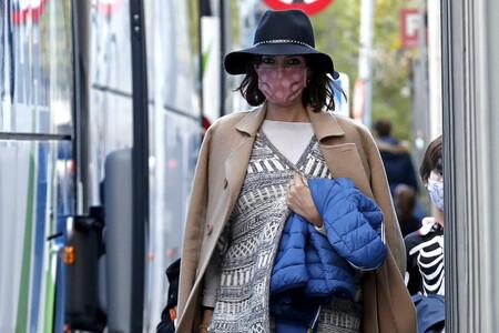 Sombrero, poncho jacquard, abrigo camel y botas cowboy: el look más estiloso del otoño que defiende Sara Carbonero