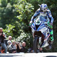 Ian Hutchinson se lleva la primera victoria de Superbikes en el IOMTT