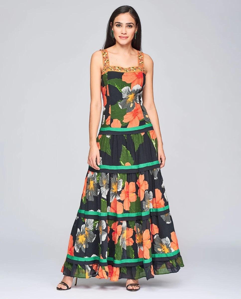 Vestido largo con flores y bordados de Niza