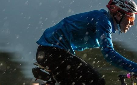 18 chubasqueros y chaquetas impermeables para hacer deporte por menos de 50 euros