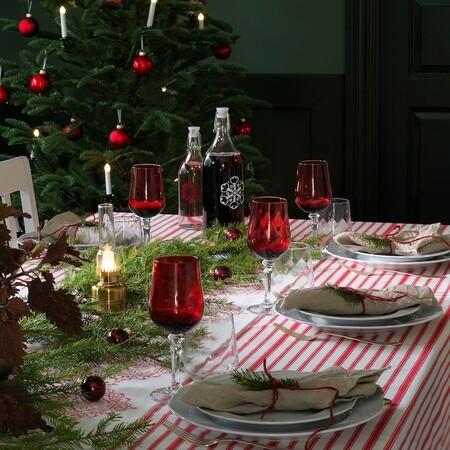 Mesas en rojo y verde para esta Navidad con esta selección de complementos de Ikea