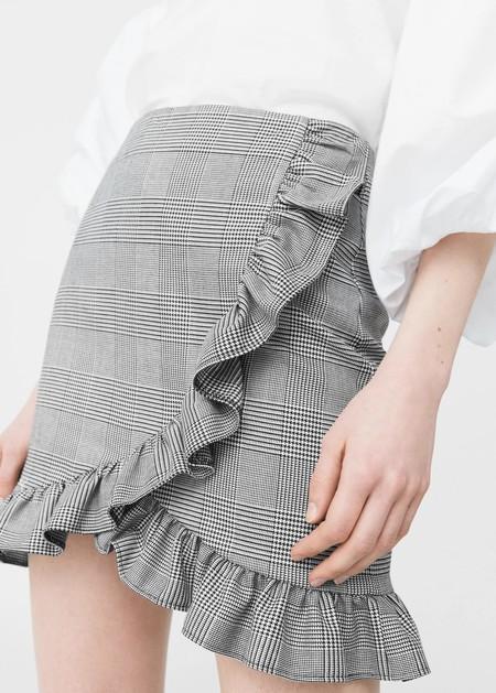 A volandas con la minifalda