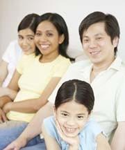 Las parejas birraciales invierten más tiempo y dinero en sus hijos