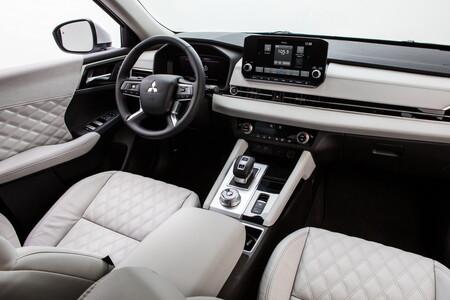 Mitsubishi Outlander 2022 27