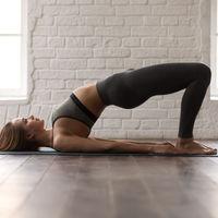 Tres ejercicios sin material para entrenar tus glúteos en casa