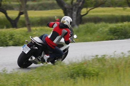 Honda Crossrunner y Miki en acción 3