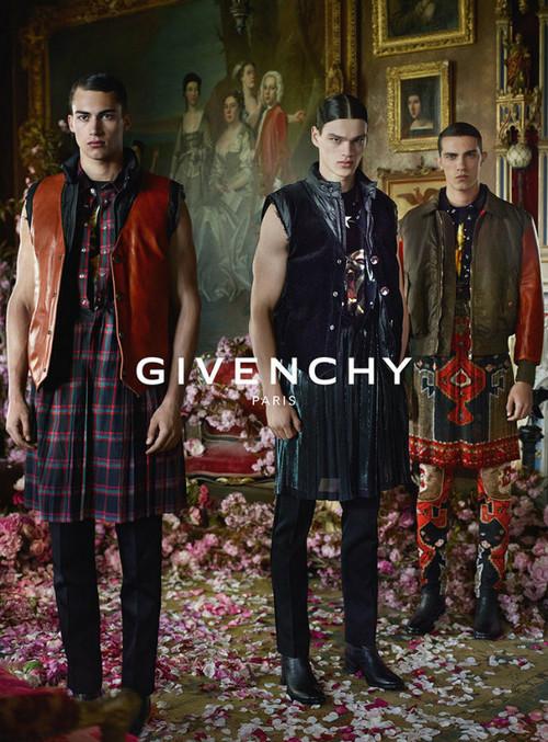 Campaña de Givenchy para el otoño-invierno 2015/2016: Víctor Cruz y opulencia entre pétalos