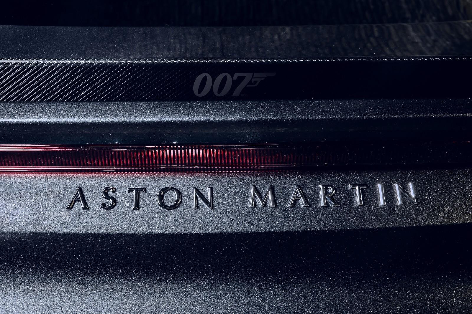 Foto de Aston Martin Vantage y DBS Superleggera 007 Edition (36/39)