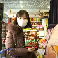 Paseos por el parque, cenas con amigos, tiendas llenas: la propaganda youtuber de Corea del Norte