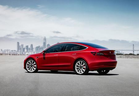 El Tesla Model 3 chino ya está listo para la venta, y este camión lleno de coches eléctricos es la prueba