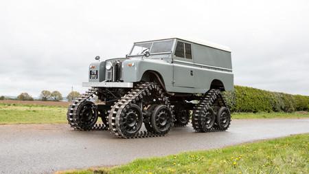 Este Cuthbertson Land Rover de 1958 no es un simple todoterreno... ¡es todo un tanque!
