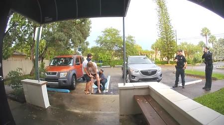 El increíble vídeo de una madre dando a luz a su bebé en el aparcamiento  de la clínica donde planeaba tener su parto