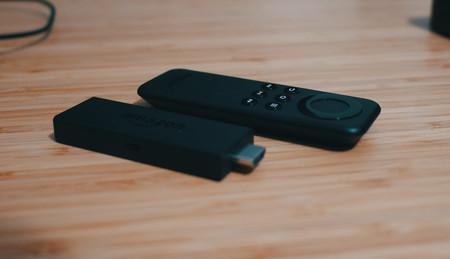 Convierte un televisor cualquiera en una smart TV al mejor precio: Amazon Fire TV Stick baja a 29,99 euros