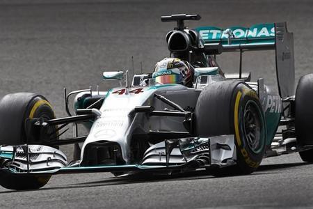 Lewis Hamilton comienza liderando en Monza. Tres españoles en pista