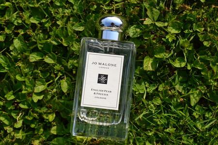 Probamos el nuevo perfume de Jo Malone Pear & Freesia, que nos acerca al otoño con una magnética fragancia a peras frescas