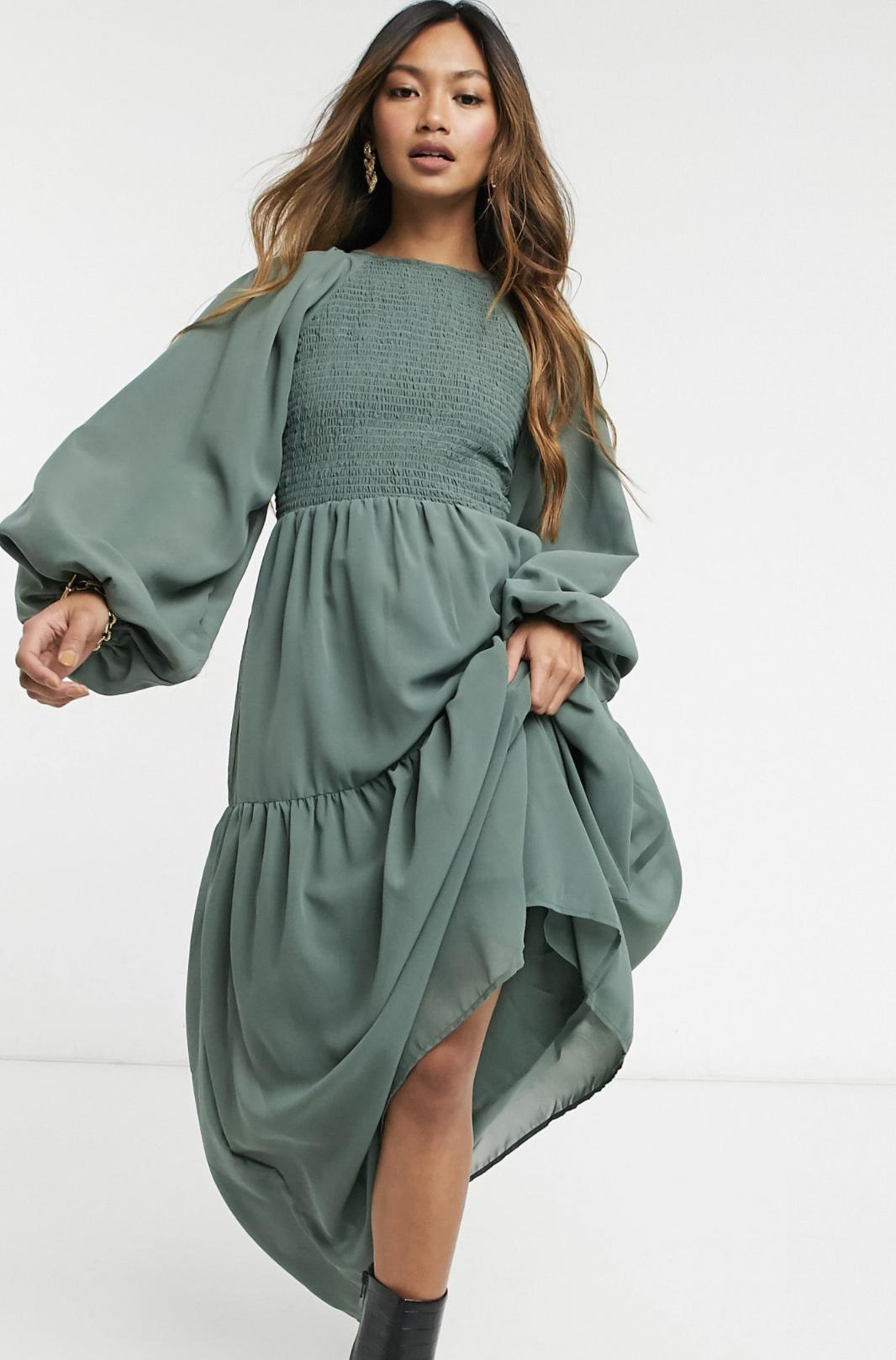 Vestido largo caqui con corpiño fruncido de ASOS DESIGN