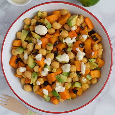 Calabaza salteada con garbanzos y aliño de yogur:receta vegetariana que puedes tomar como ensalada