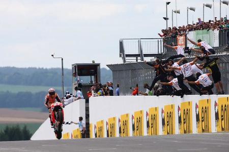 Motorpasión a dos ruedas: Marc Márquez reina en el inédito caos de Sachsenring