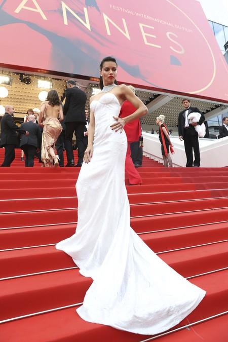 Adriana Lima capta todas las miradas de la segunda alfombra roja del Festival de Cannes
