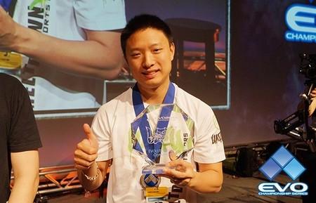 Luffy gana el torneo del Ultra Street Fighter IV en el EVO 2014... usando un pad de PSOne