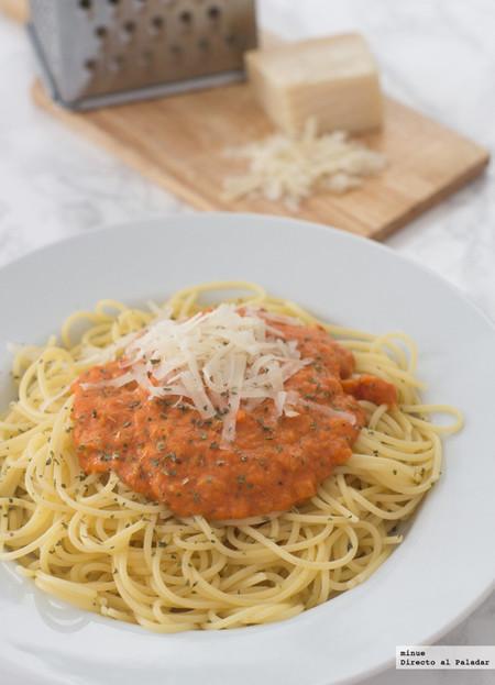espaguetis con salsa cremosa de tomate